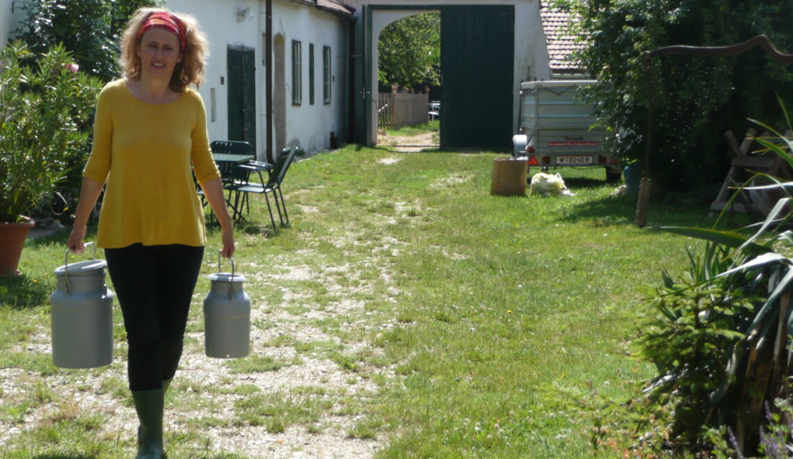 Monika Liehl auf ihrem Ziegenhof  © Monika Liehl