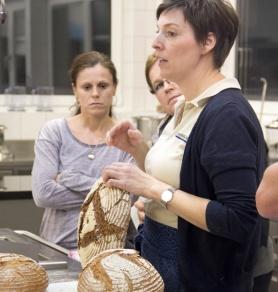 Helene Milalkovits erklärt wie die Brotkruste entsteht